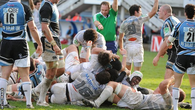 Castres scored late in the game when Glasgow were down to 13 men