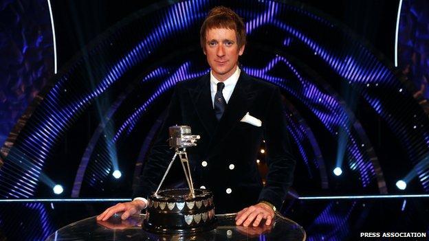 Bradley Wiggins wins Sports Personality 2012