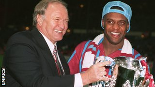 Ron Atkinson (left) and Dalian Atkinson