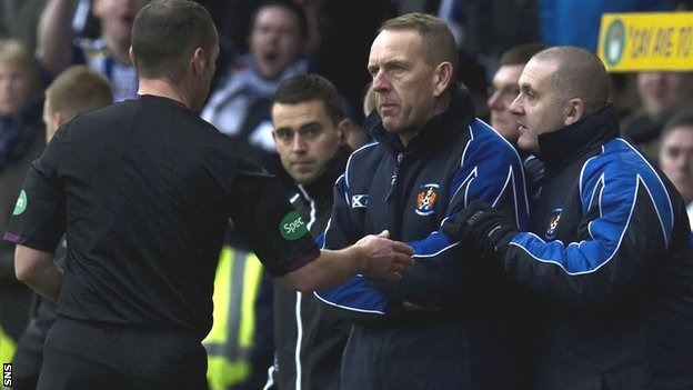 Referee Stevie O'Reilly sends Kilmarnock manager Kenny Shiels to the stand