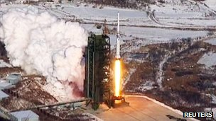 North Korean state media image of the rocket launch in Cholsan county (13 December 2012)