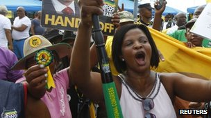 Celebrating ANC supporters at the party&#039;s conference in Mangaung (17 December 2012)