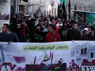 Protesters mark Bahrain Martyrs' Day in Manama (17 December 2012)