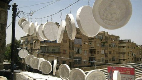 Memorial plaques with images of Jerusalem are made for Palestinian families in Yarmouk