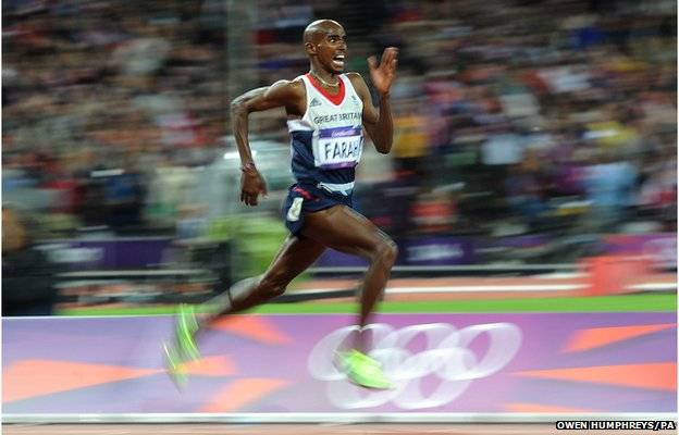 Great Britains Mo Farah heads down the home straight to win gold in the 10,000m at the London 2012 Olympics