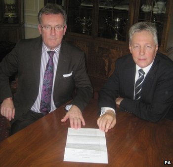 Mike Nesbitt (UUP) and Peter Robinson (DUP) hope to provide an alternative to street protests