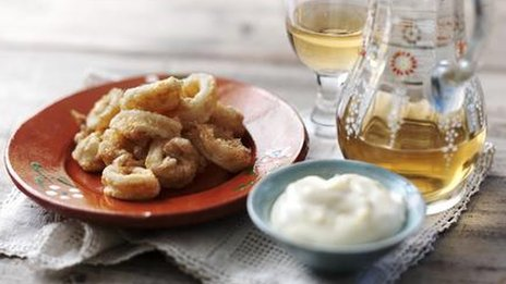 Deep fried calamari with garlic and lemon mayonnaise