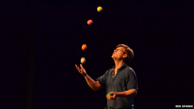 Colin Wright, juggler
