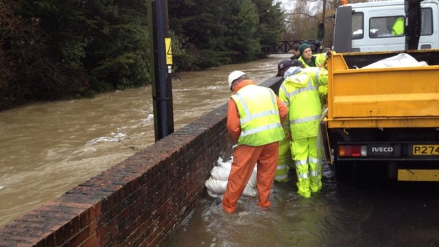 Sandbags used to plug hole in flood defence wall in Fareham