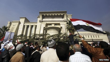Supporters of President Mohammed Morsi protest outside the Supreme Constitutional Court in Cairo (2 December 2012)