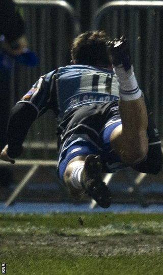 Van der Merwe flies over the line to score for Glasgow