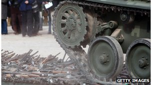 A Mexican tank crushes guns seized by the authorities