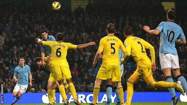 Gareth Barry scores the winner for Manchester City against Reading