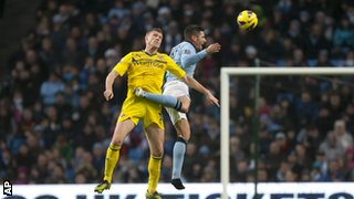 Manchester City&#039;s Javi Garcia (right) and Reading&#039;s Pavel Pogrebnyak 