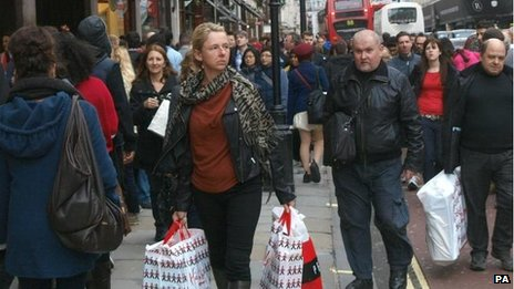 Christmas shoppers brave London&#039;s Regents Street