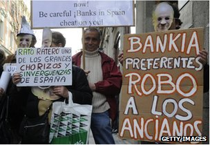People hold placards reading &quot;Bankia steal elderly people&quot; and &quot;Rato thief&quot; during a demonstration against Bankia and former IMF chief Rodrigo Rato in front of Spain&quot;s National Court in Madrid