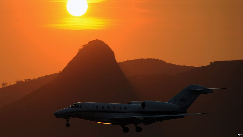 Santos Dumont机场一架飞机降落在里约热内卢,巴西 -  2012年12月27号