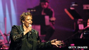 Fontella Bass performing at the legendary Apollo Theatre in new York in 2001