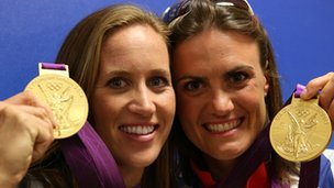 Helen Glover (L) and Heather Stanning with their Olympic gold medals