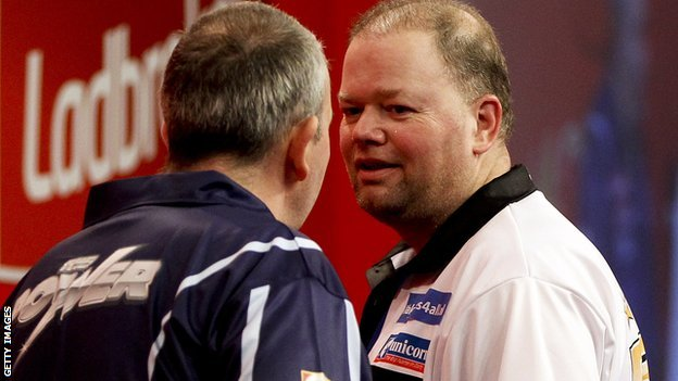 Phil Taylor confronts Raymond van Barneveld