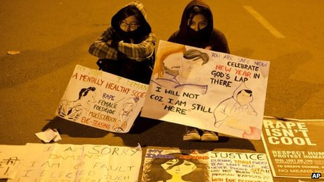 Indian girls hold cards at a candle-lit vigil in Delhi, Monday, Dec 31, 2012.