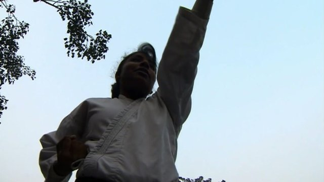 Young female practices self-defence in Delhi