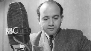 Ahmed Kamal Mansour reads the news in 1942.