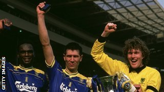 Lawrie Sanchez (centre) celebrates Wimbledon&#039;s 1988 FA Cup win with Eric Young and Dave Beasant