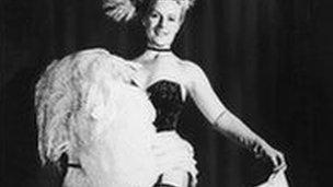 Phyllis Dixey