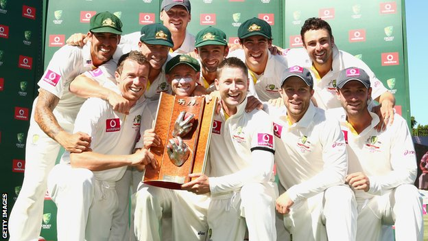 Australia with the Warne-Muralitharan series trophy