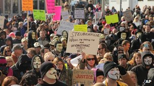 People protest outside the courthouse in Steubenville, Ohio 5 January 2013