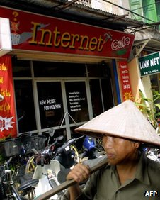 File photo of internet cafe in Hanoi