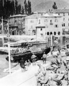 Amphibious vehicles in Torbole in 1945
