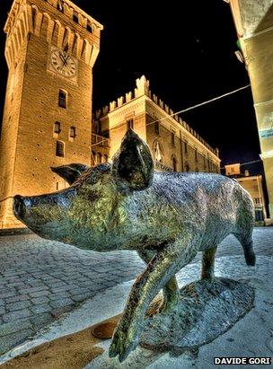 Pig statue in Castelnuovo Rangone