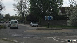 The original roundabout on the A308 Maidenhead Road