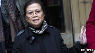 Vilma Bautista (C), the former secretary to former Philippine first lady Imelda Marcos, leaves Manhattan Criminal Court in New York (18 Dec 2012)