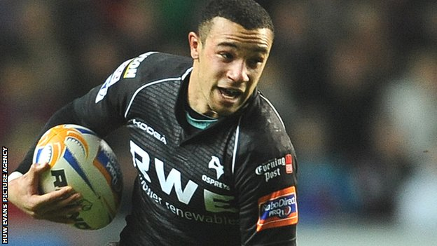 Ospreys wing Eli Walker