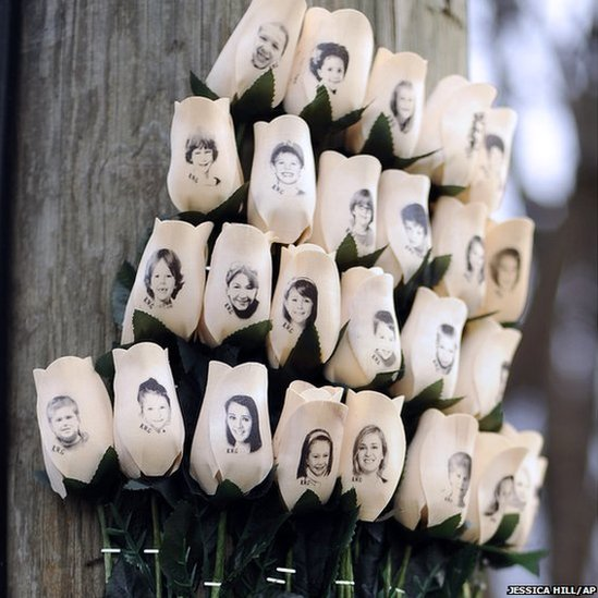 Sandy Hook Shooting Massacre At Connecticut Elementary: Day In Pictures: 15 January 2013
