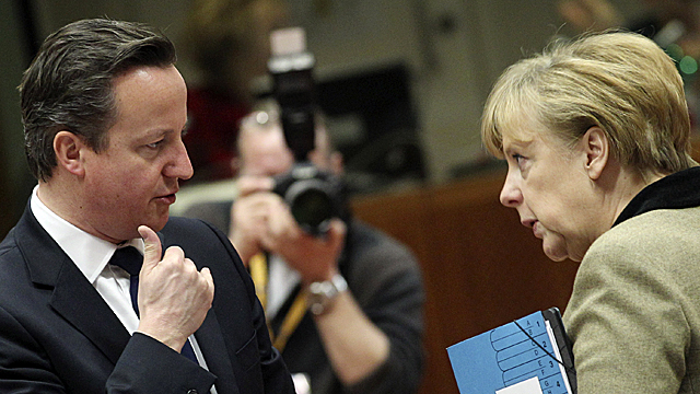 Prime Minister David Cameron (L) and German Chancellor Angela Merkel (R)