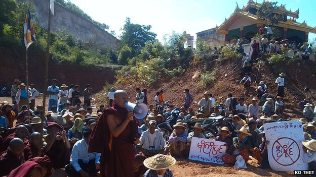 Burmese monks protest over a planned Chinese copper mine