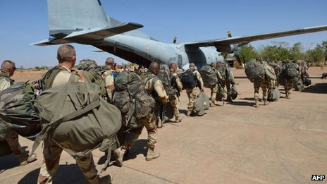 French troops arrive in Mali's capital, Bamako, from Ivory Coast (15 Jan 2013)