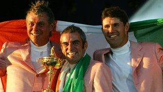 Paul McGinley (centre)