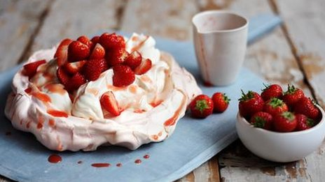 Strawberry pavlova