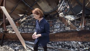 Australia PM Julia Gillard visits fire-hit Tasmania (9 Jan 2013)