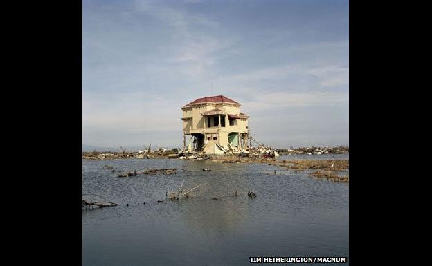 House amid tsunami debris - Tim Hetherington/Magnum