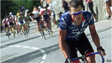 Lance Armstrong breaks away on the Alpe d'Huez, 2001