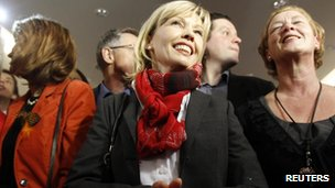 Doris Schroeder-Koepf (C) candidate of the Social Democrats (SPD) reacts after first exit polls for the Lower Saxony federal state election in Hanover on 20 January.