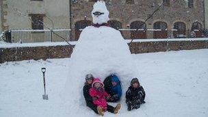 Snowman igloo