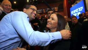 Israeli Labour party leader Shelly Yachimovich (right) is greeted by a supporter. Photo: 22 January 2013