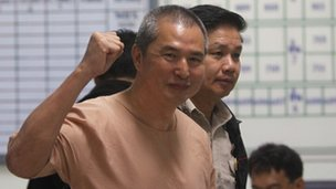 Somyot Prueksakasemsuk at court in Bangkok (23 Jan 2013)